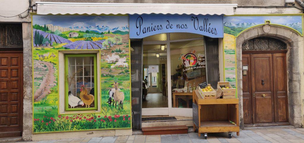 Vitrine et devanture du magasin Paniers de nos Vallées à Sisteron